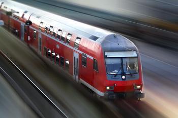 Zu sehen ist ein Bild eines Schienenverkehrs